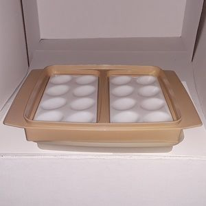 Tupperware Kitchen - Vtg. Tupperware deviled egg keeper - GUC